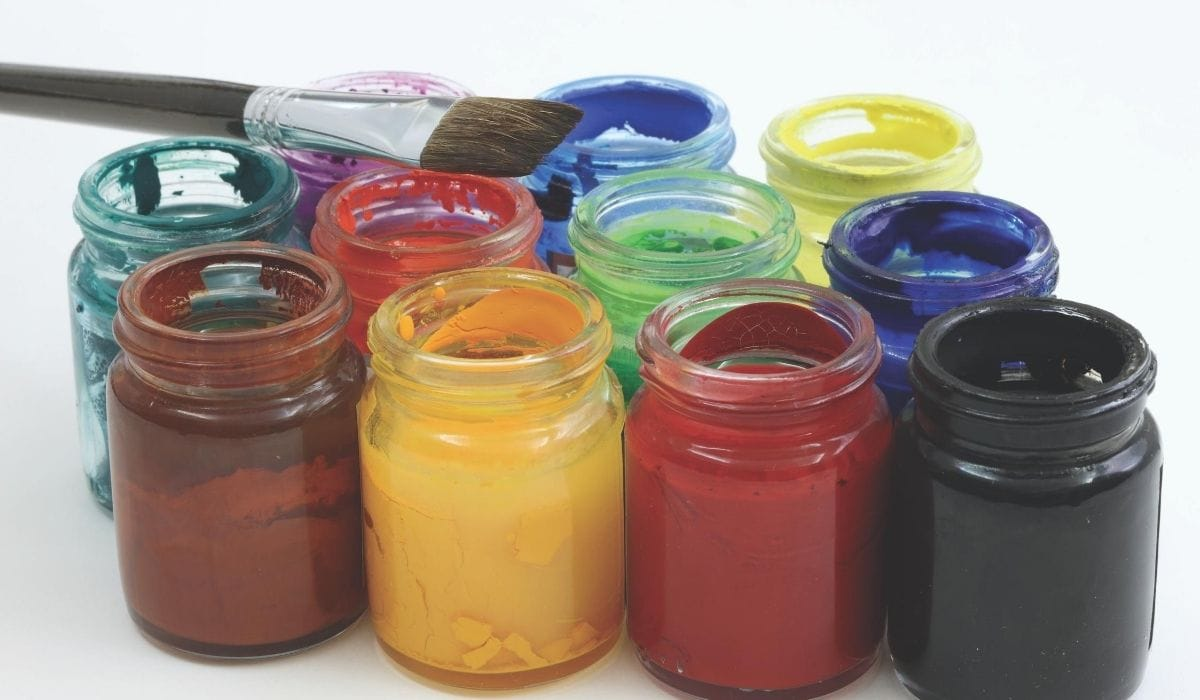 different color of oil based paint