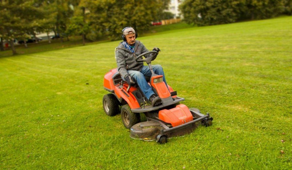Riding lawn mowers