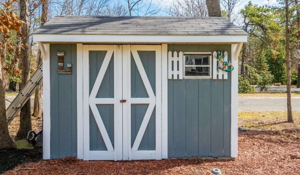 gray and white shed