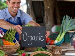 Farmers-Selling-Organic-Crops